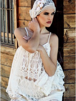 LACE AND CREAM TOP.