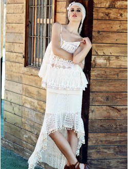 LACE AND CREAM SKIRT.